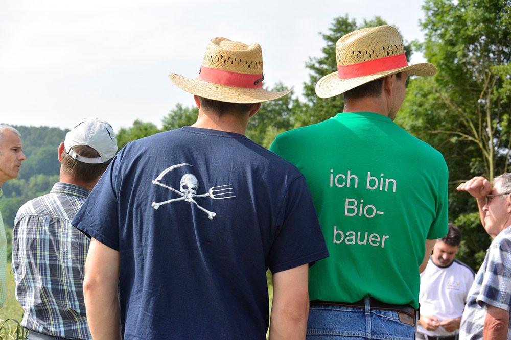 Auf den Feldern des Bio-Bauern